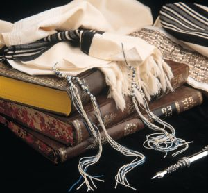 "A set of Tzitzit, four tassels or ""fringes"" with blue threads produced from a Hexaplex trunculus based dye — tied according to the opinion of the Sefer ha-Chinuch"
